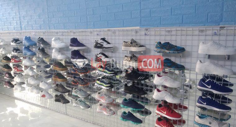 Cần thanh lý lô giày si 250 đôi